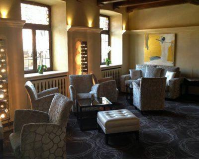 Le Petit salon de l'Auberge du Cheval Blanc