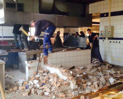 Travaux de la cuisine de l'Auberge du Cheval Blanc.